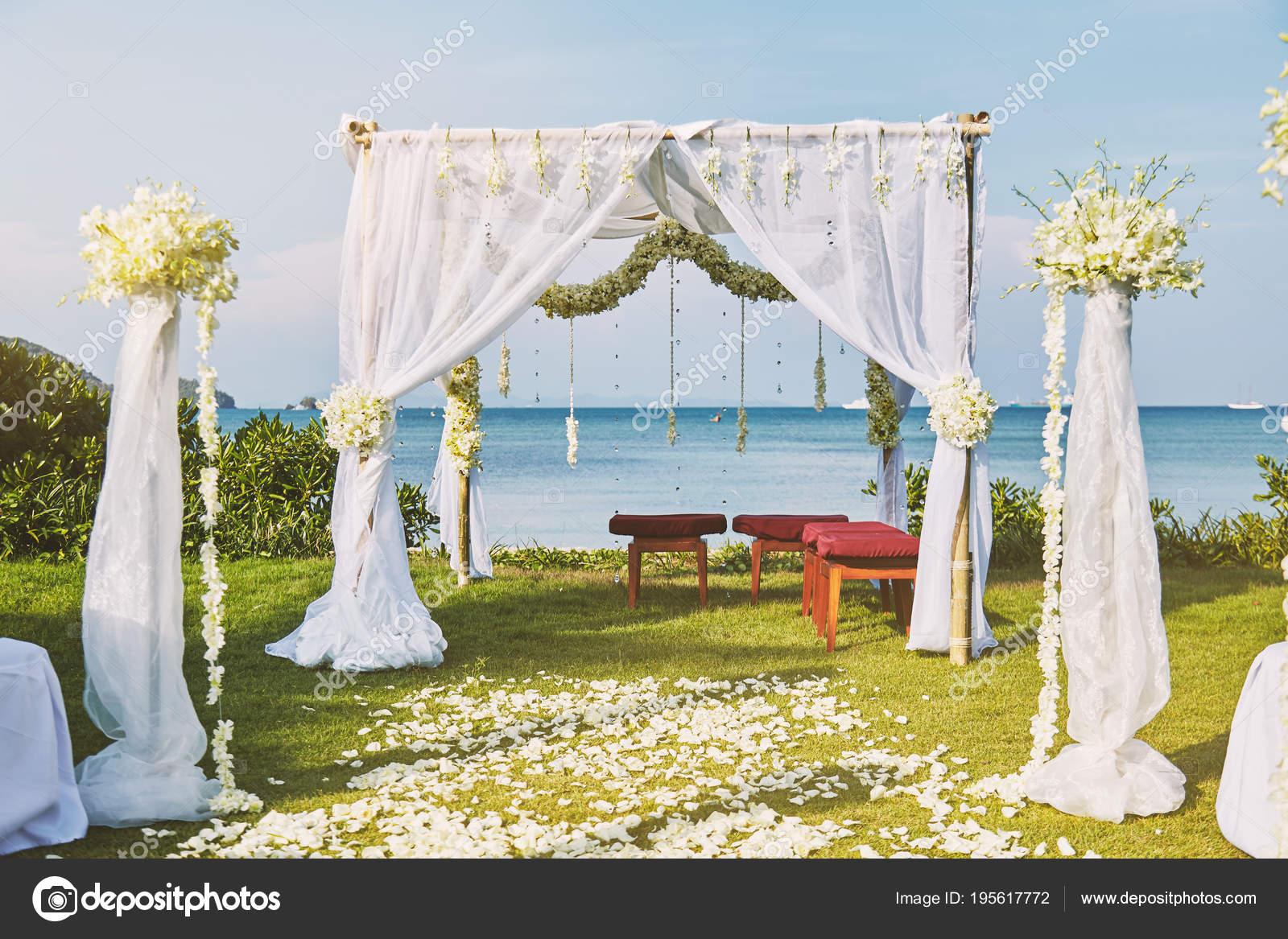 Beautiful beach wedding flower arch setting for wedding venue with ...