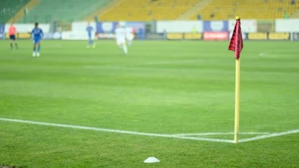 Profifußballspiel im großen Stadion. Defokus-Effekt. Fußball, Fußball