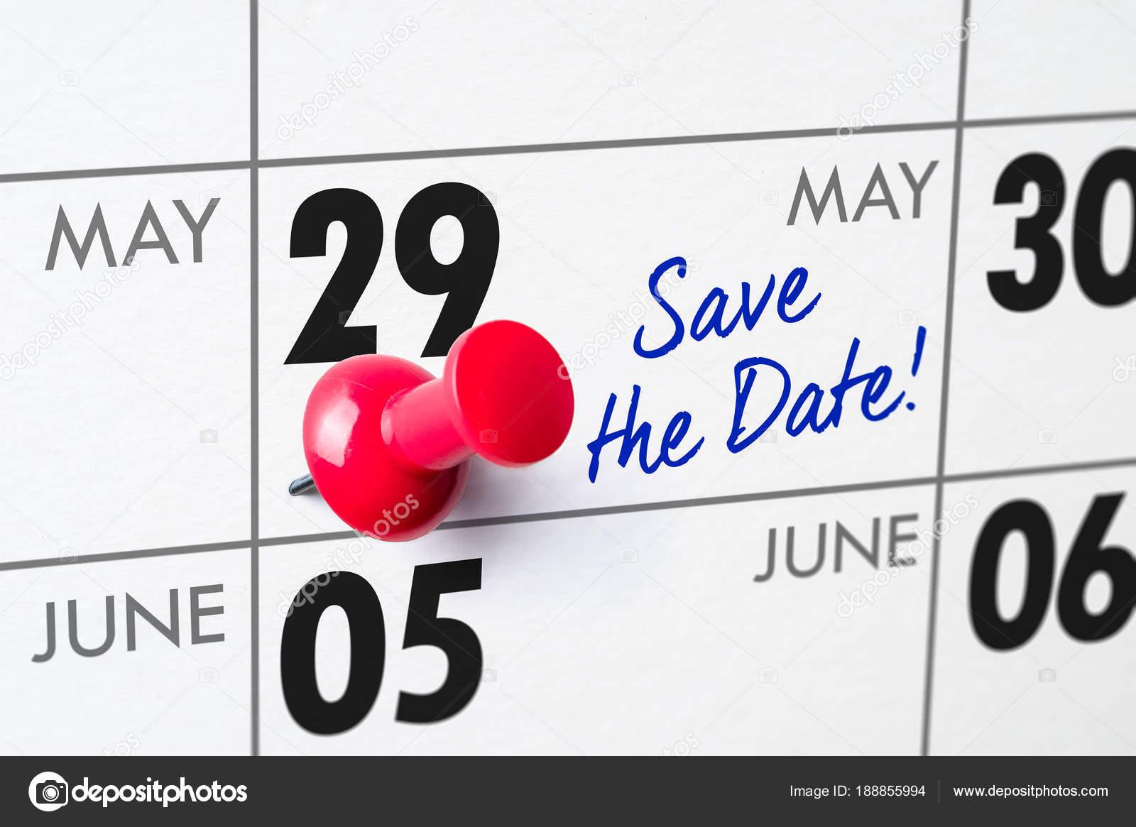 wandkalender mit einem roten stift 29 mai stockfoto zerbor 188855994. Black Bedroom Furniture Sets. Home Design Ideas