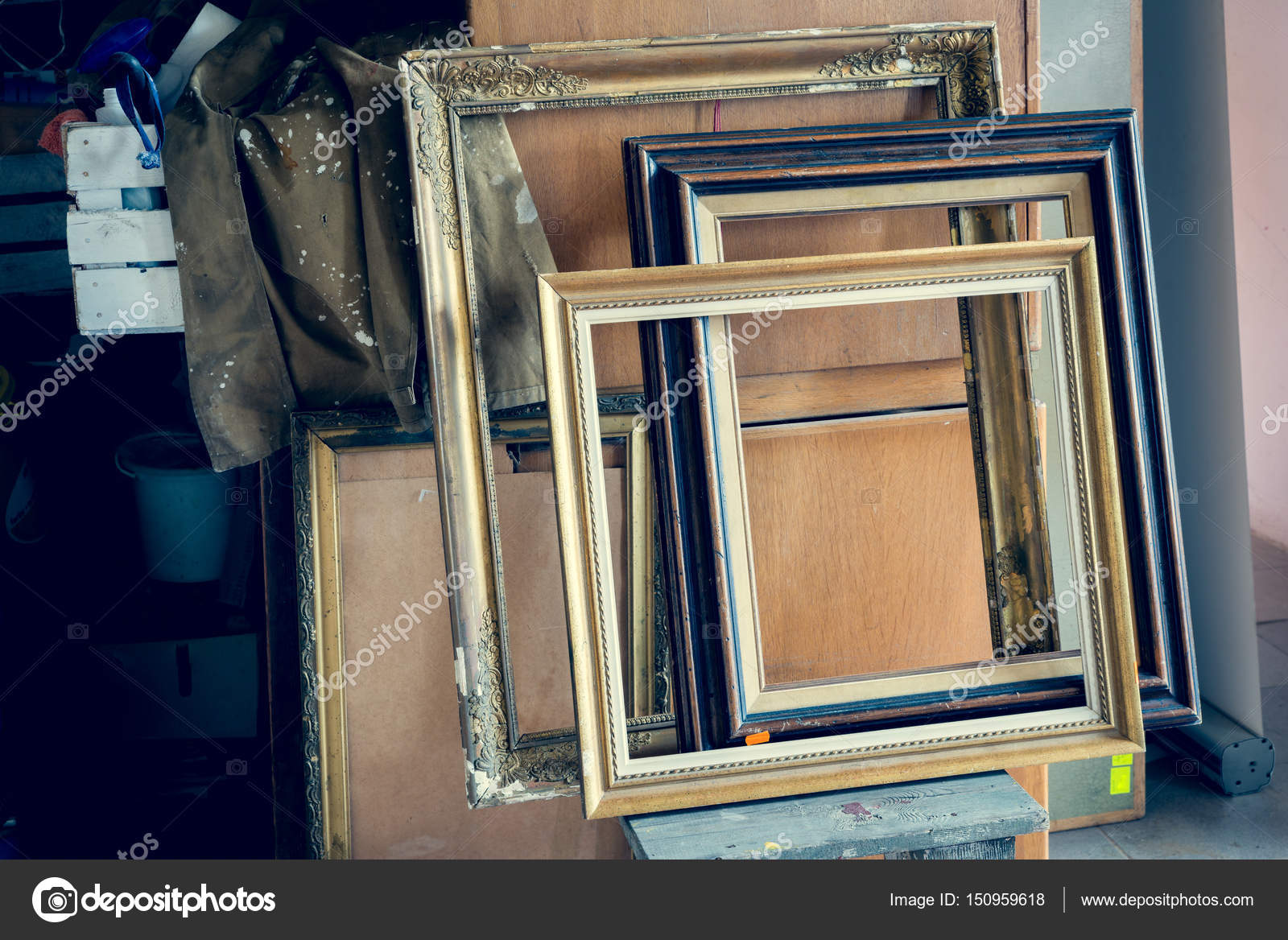Marcos de cuadros viejos — Foto de stock © muzzyco #150959618