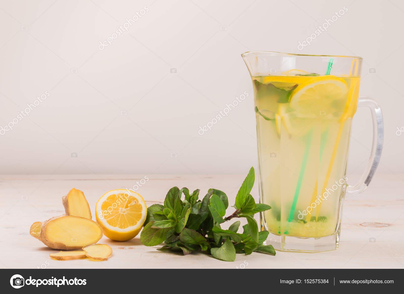 Zencefilli detoks suyu