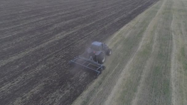 The combine removes the mote that has remained after mowing.
