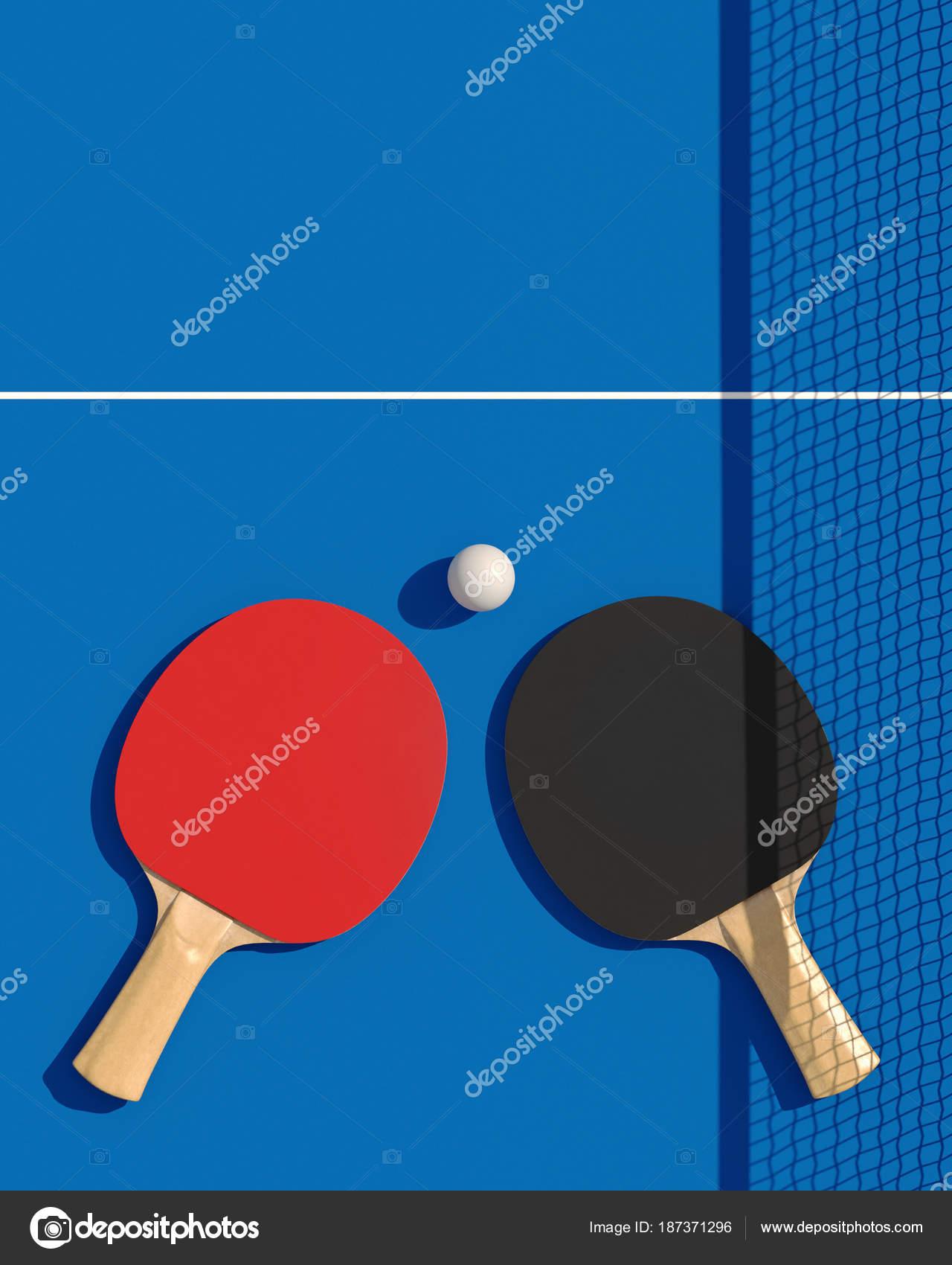 Dos raquetas de tenis de mesa o ping pong y la bola en una mesa con ...