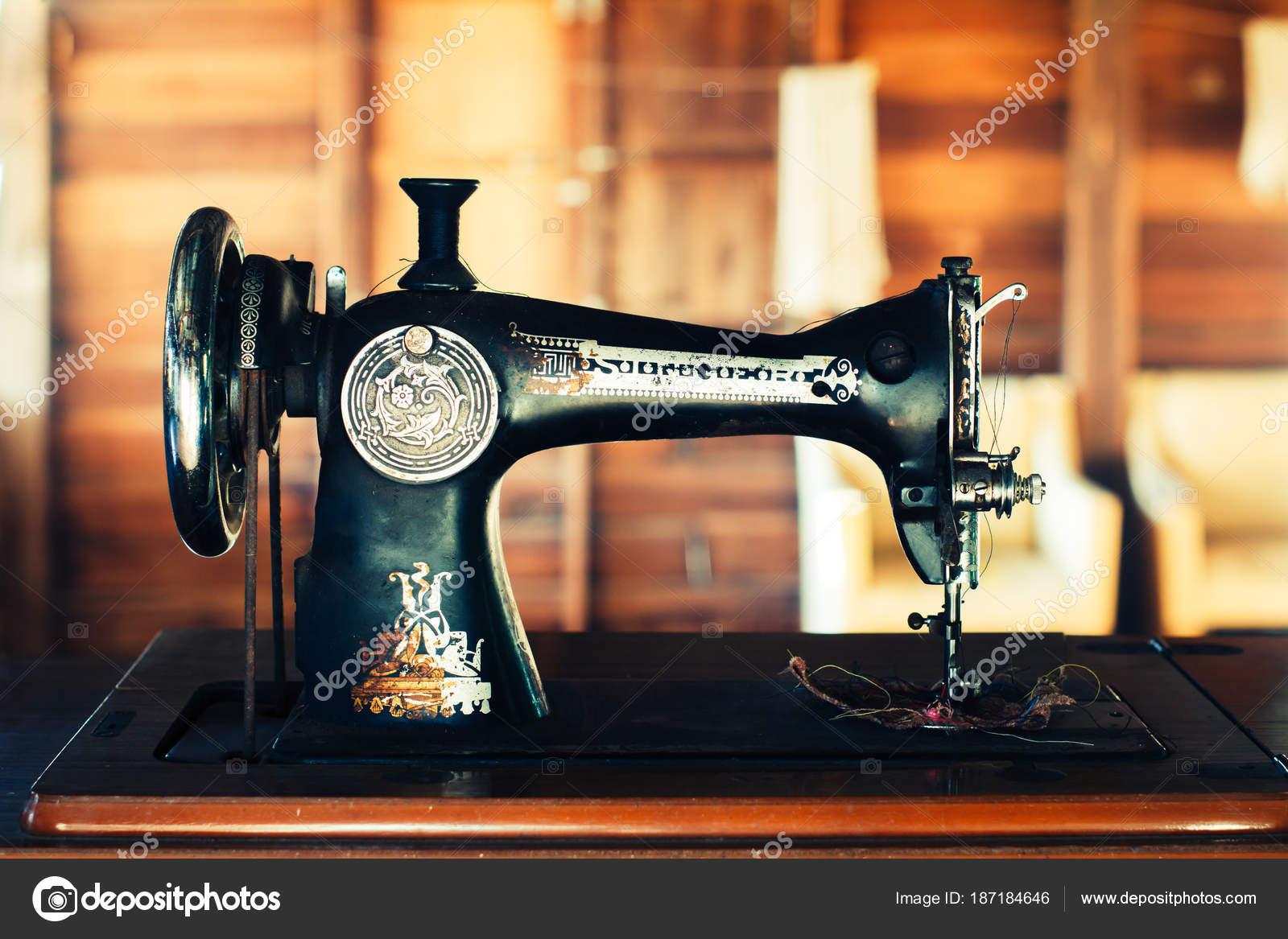 alte Nähmaschine — Stockfoto © Yuthana_stock #187184646