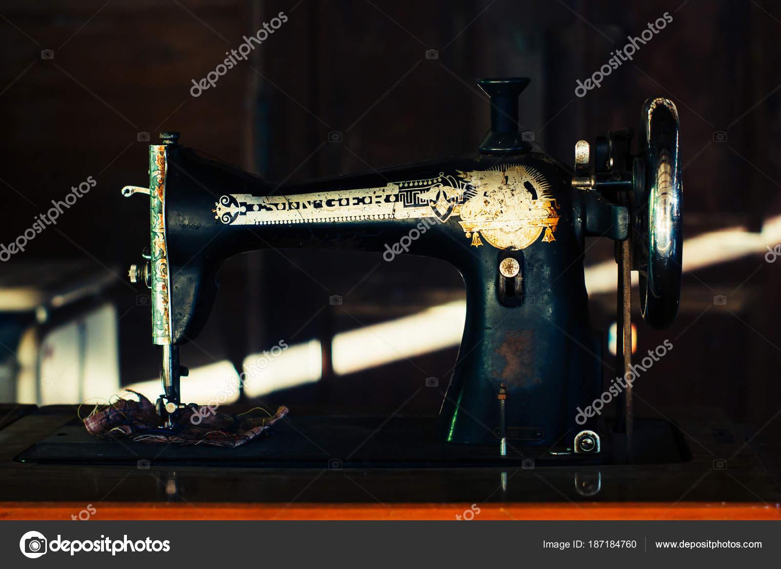alte Nähmaschine — Stockfoto © Yuthana_stock #187184760