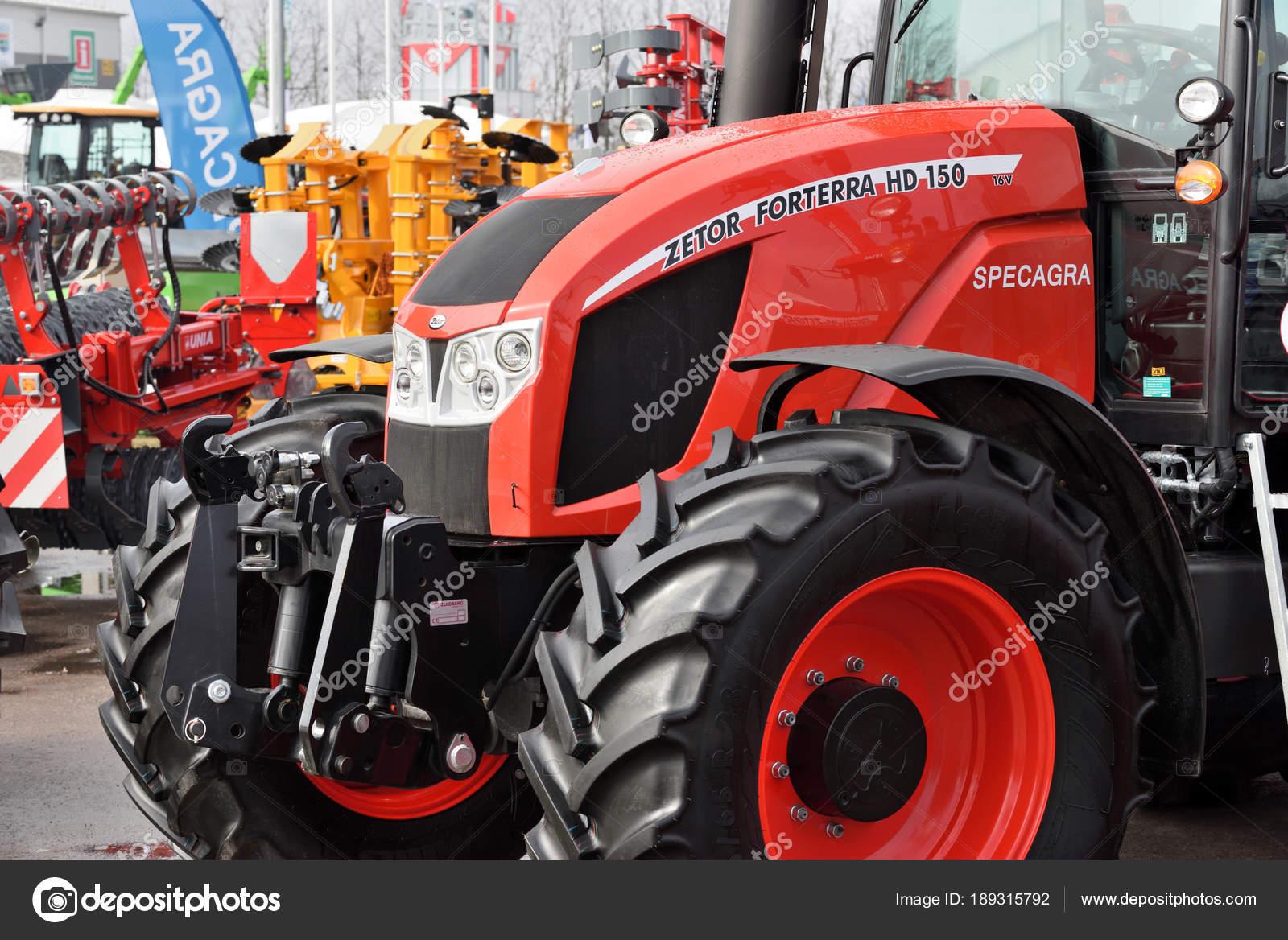Prächtig Traktoren Zetor Marke — Redaktionelles Stockfoto © _fla #189315792 &OO_94