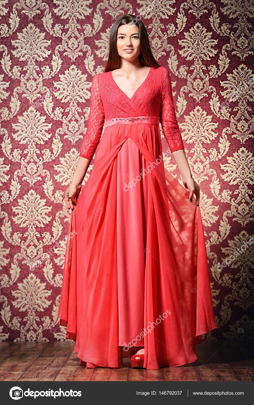 b64c6c8b35 jedwabna suknia wieczorowa — Zdjęcie stockowe © prometeus  146792037