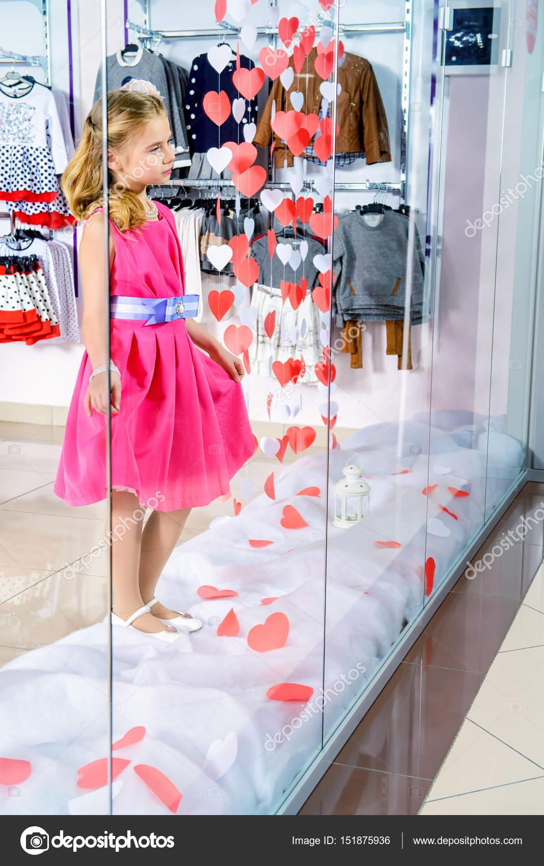 Tienda de ropa para niños — Fotos de Stock © prometeus #151875936