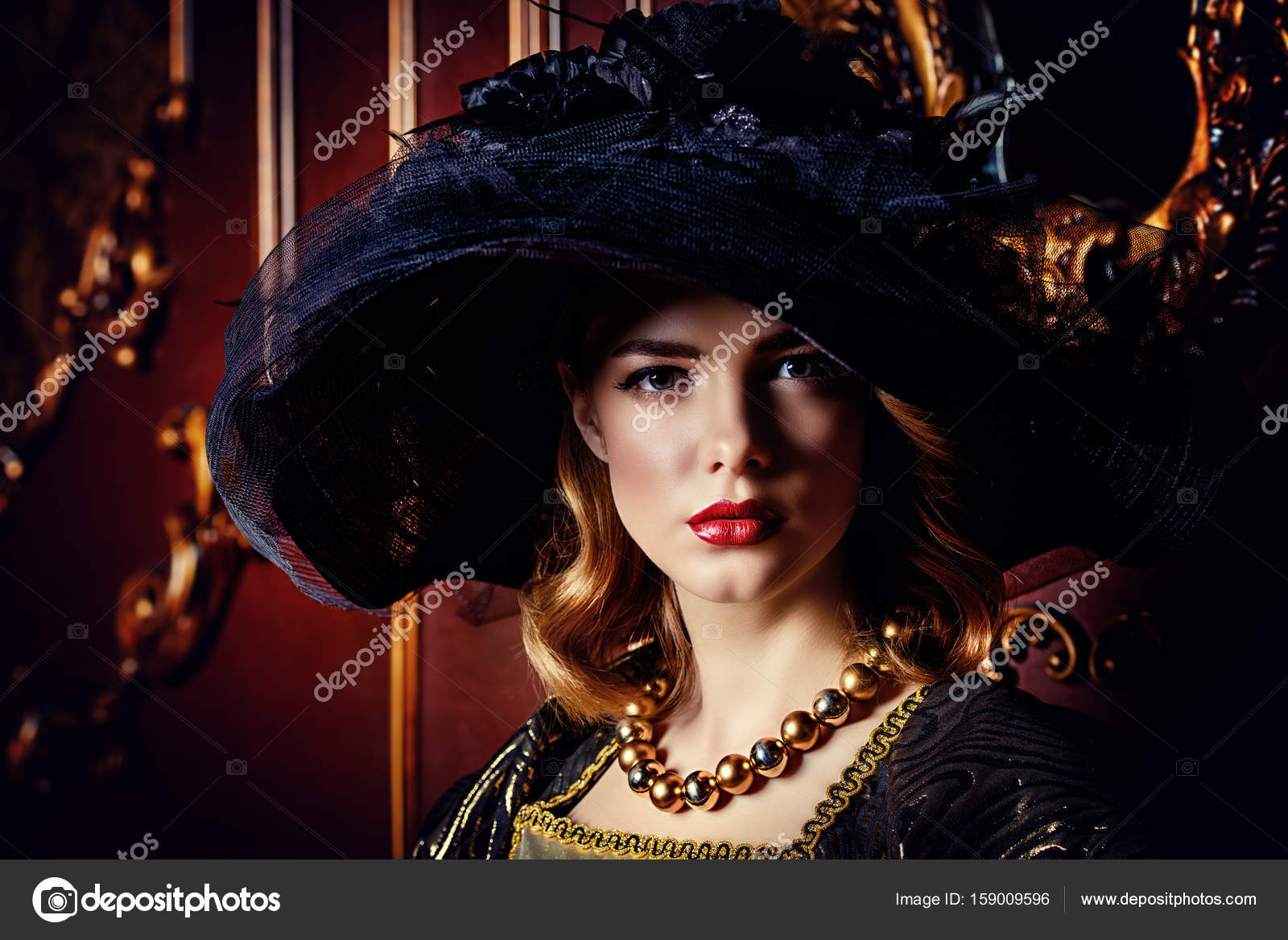 f932de10079 elegantní klobouk s širokou krempou — Stock Fotografie © prometeus ...