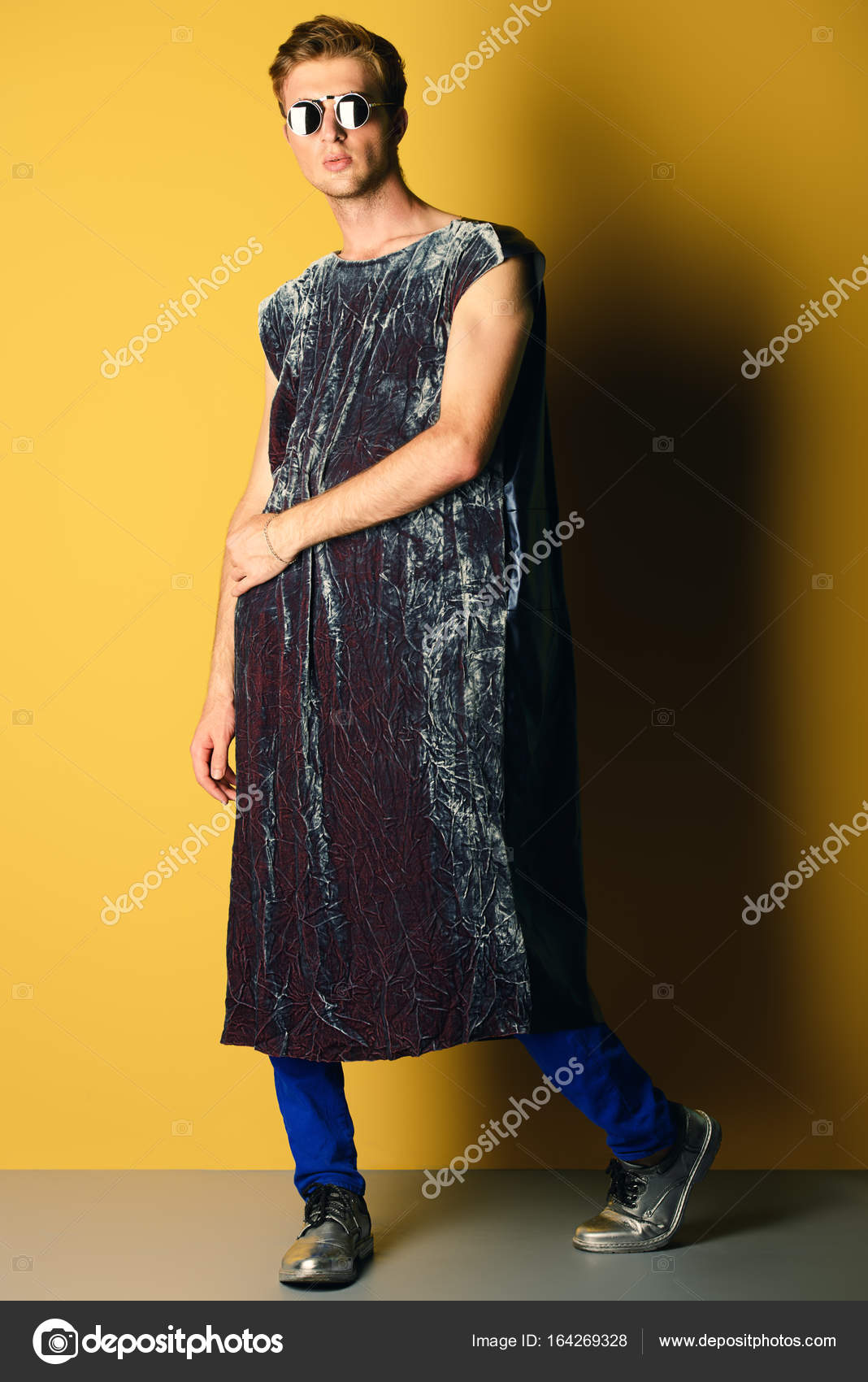 b544e0bfc6a Επώνυμα ρούχα Ανδρικά — Φωτογραφία Αρχείου © prometeus #164269328