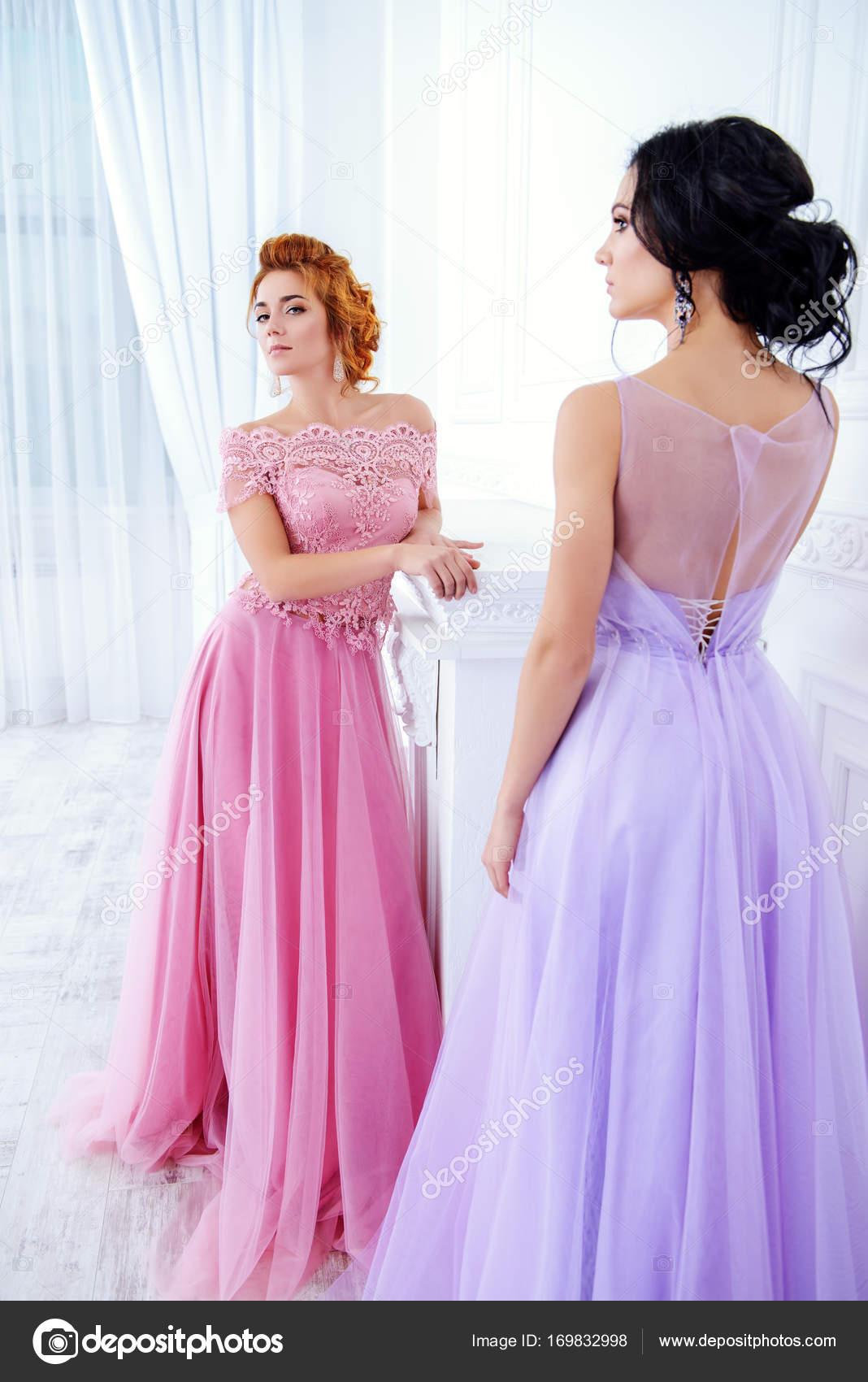 vestidos de novia clásicos — Fotos de Stock © prometeus #169832998