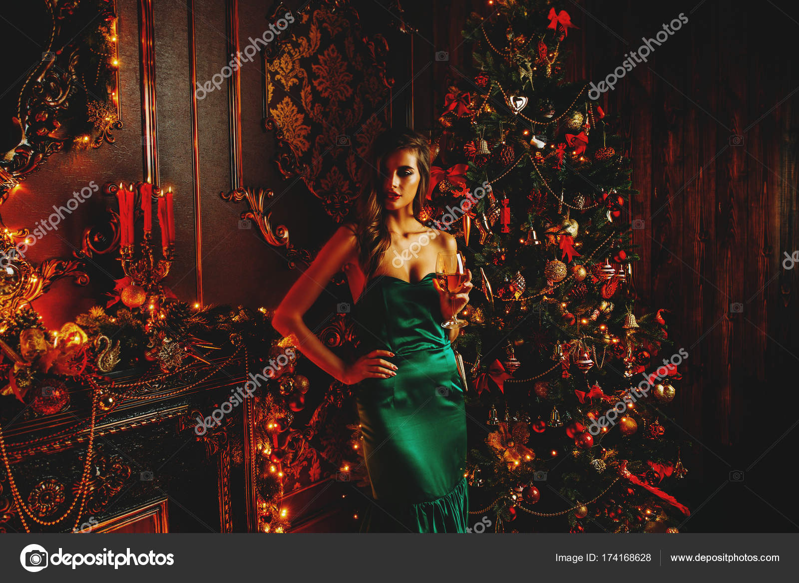 a133cdc47ca3 γυναίκα στο βραδινό ντύσιμο — Φωτογραφία Αρχείου © prometeus  174168628