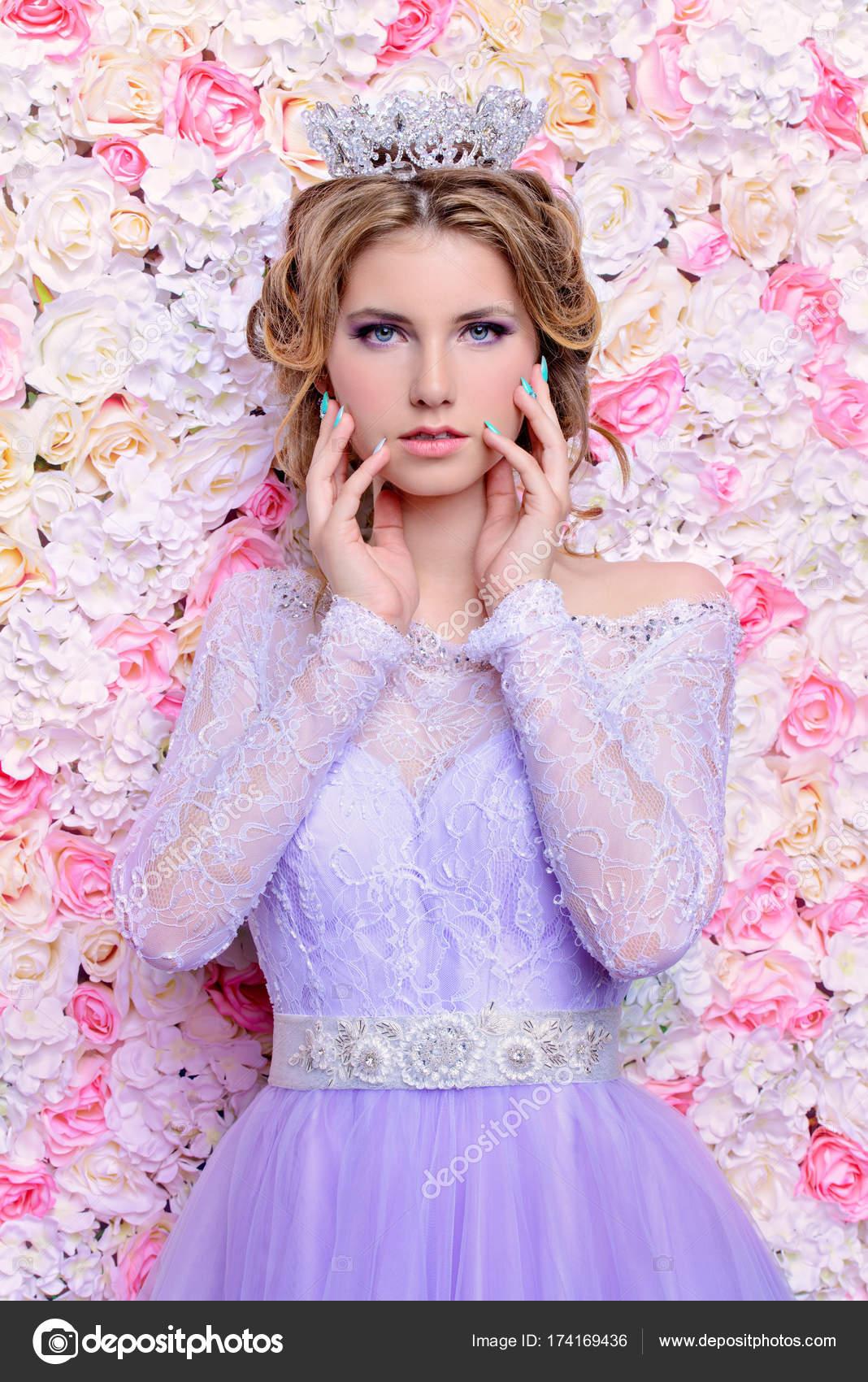 novia magnífica corona — Foto de stock © prometeus #174169436
