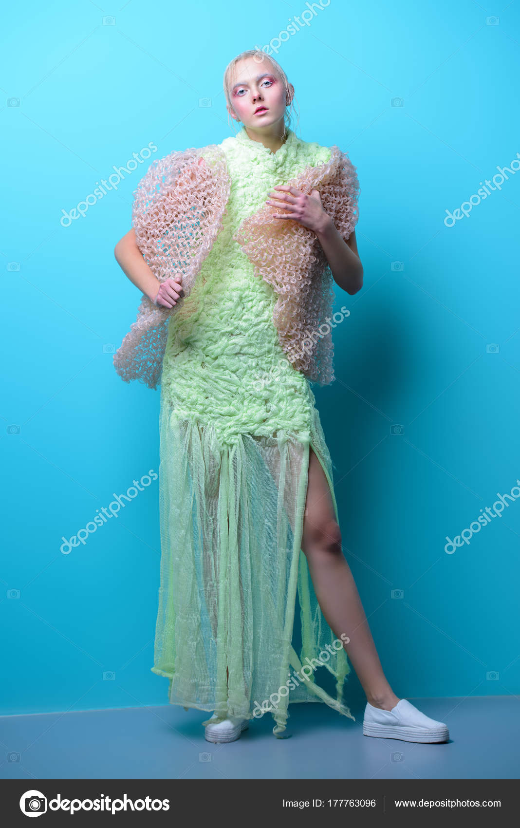 a8e000444c ασυνήθιστα δημιουργικά ρούχα — Φωτογραφία Αρχείου © prometeus  177763096