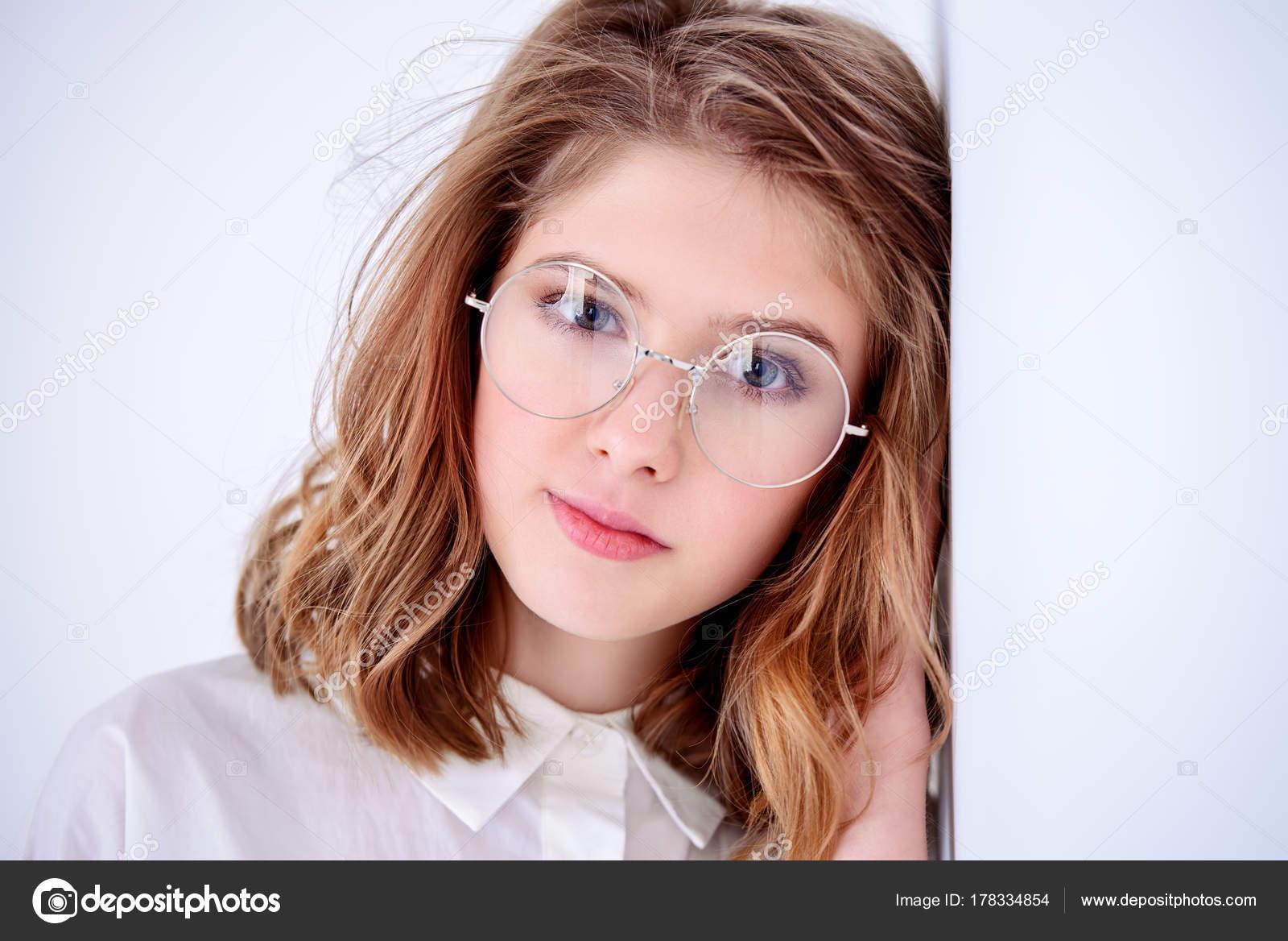 nuova collezione 1e40c 419e8 Ragazza in occhiali — Foto Stock © prometeus #178334854
