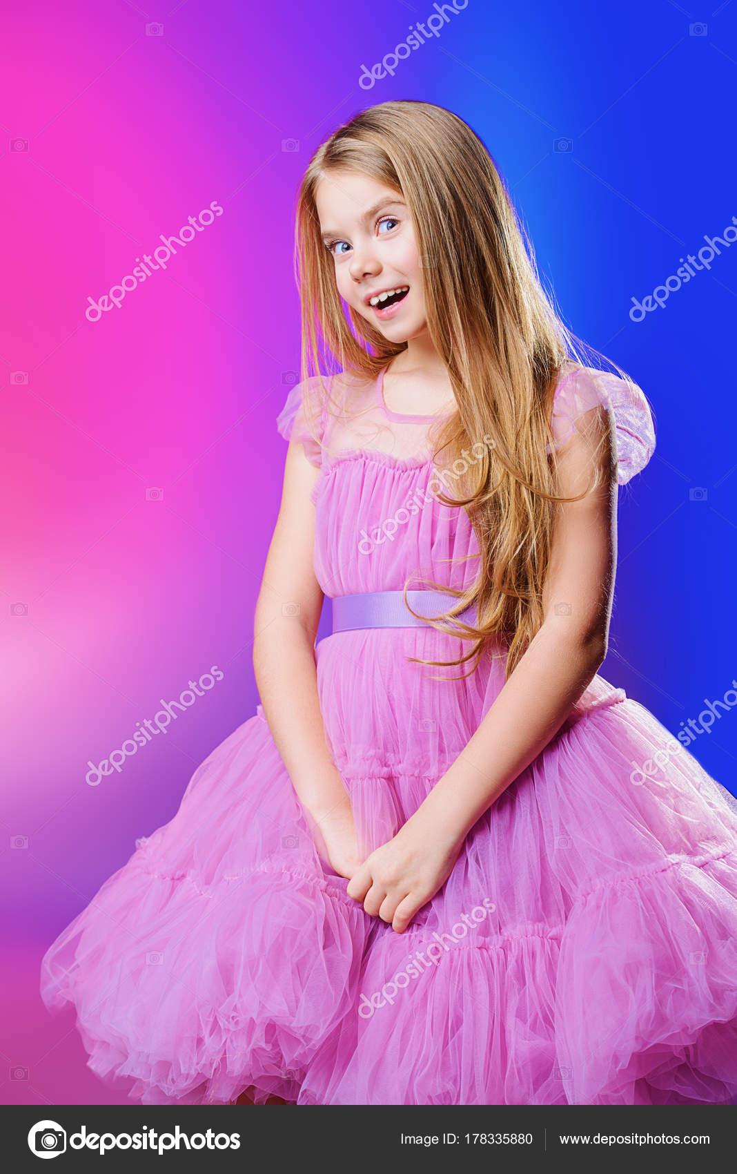 esponjoso Vestido de niña — Foto de stock © prometeus #178335880
