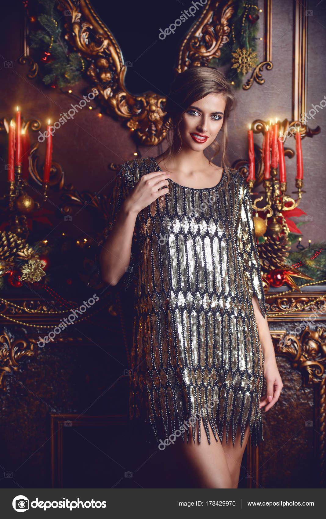 52df2968d7bf Κυρία στο βραδινό ντύσιμο — Φωτογραφία Αρχείου © prometeus  178429970
