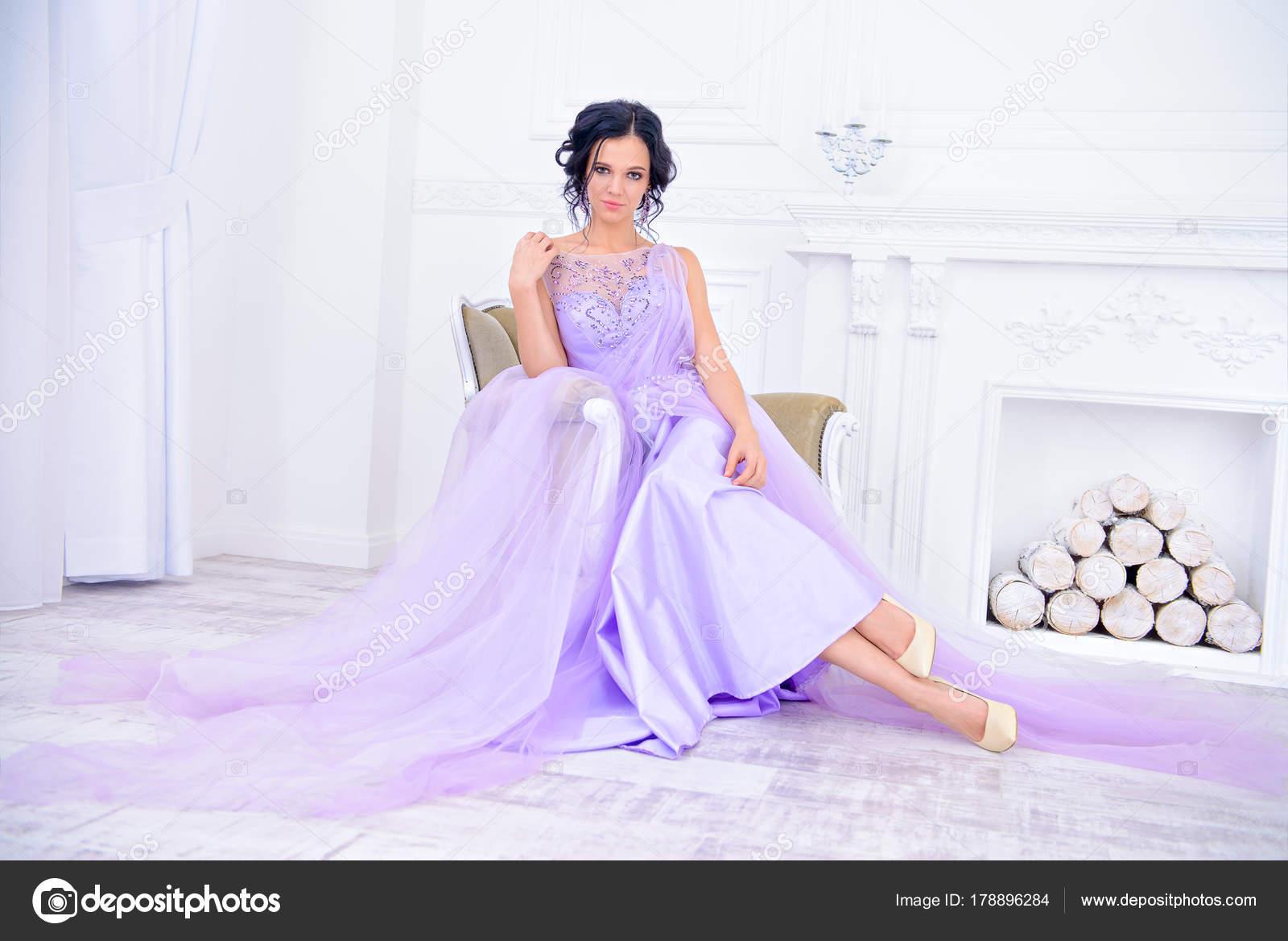 lila Brautkleid — Stockfoto © prometeus #178896284