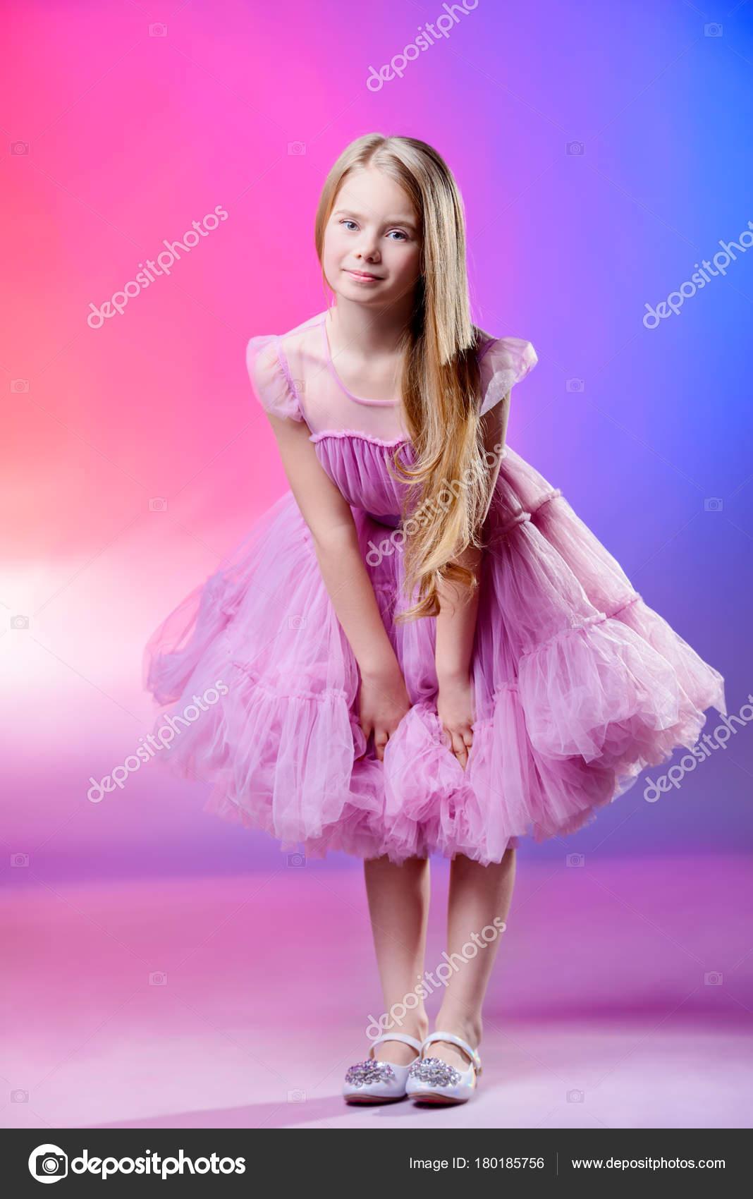 chica en vestido esponjoso — Foto de stock © prometeus #180185756