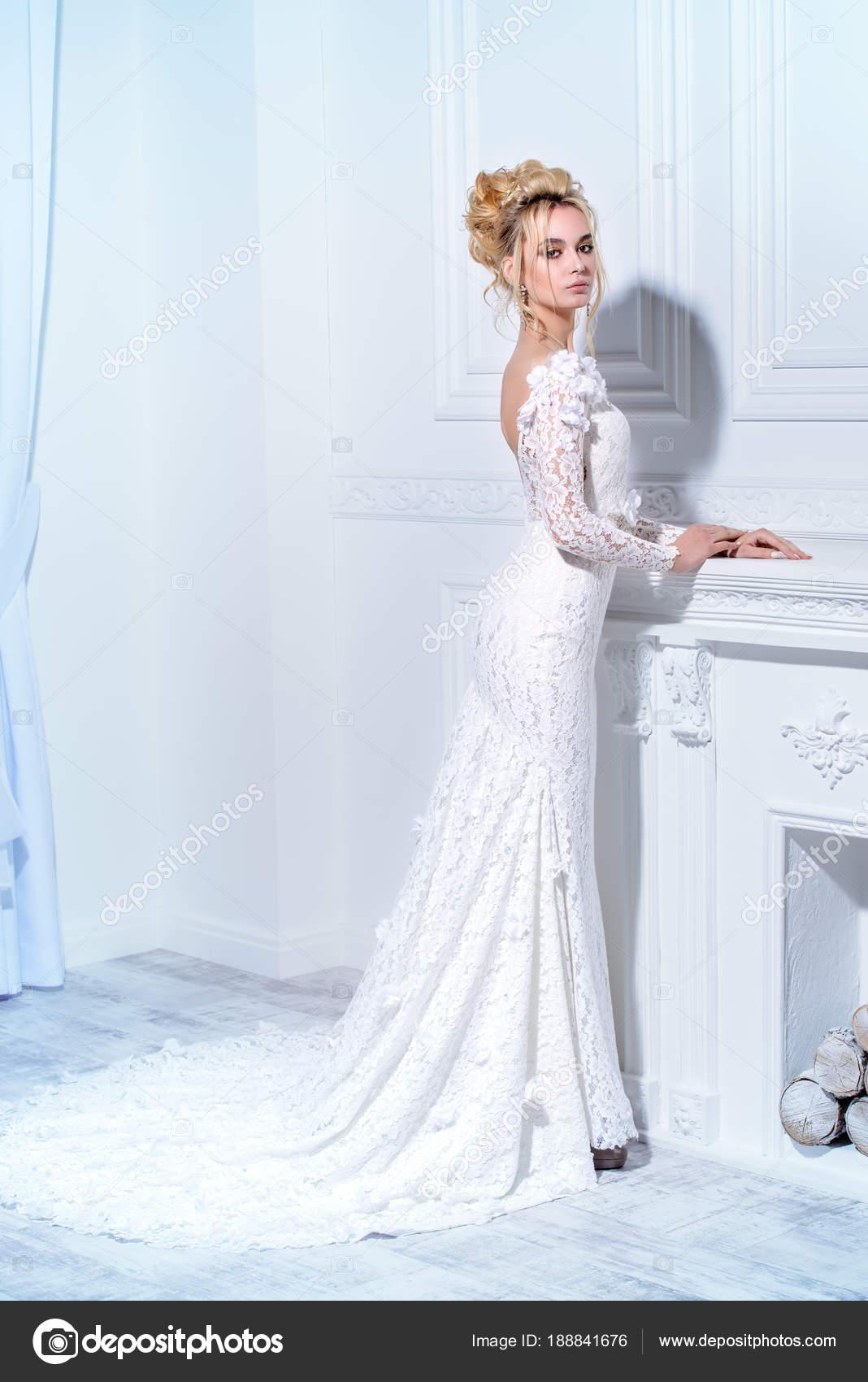the best attitude aa65d 8e05e Elegante abito lungo bianco — Foto Stock © prometeus #188841676