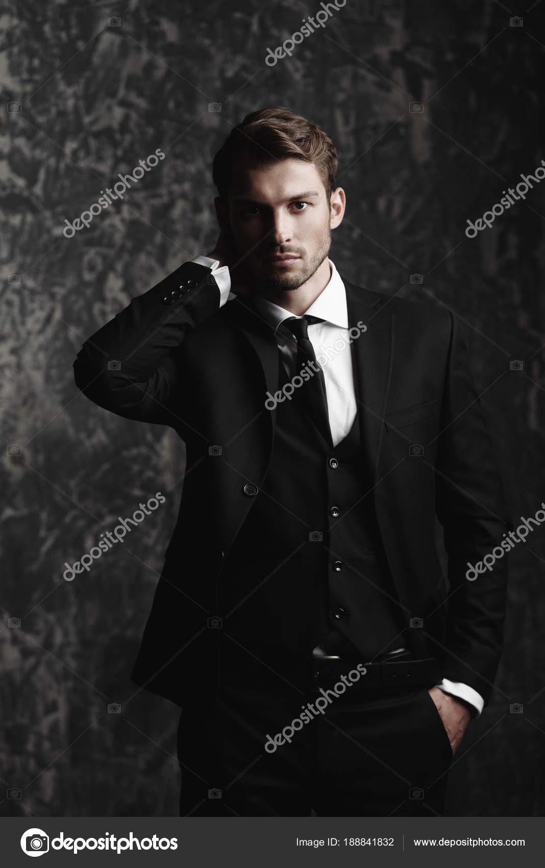 bdf57a6020 Abito uomo elegante classico — Foto Stock © prometeus #188841832