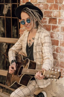 guitarist in street
