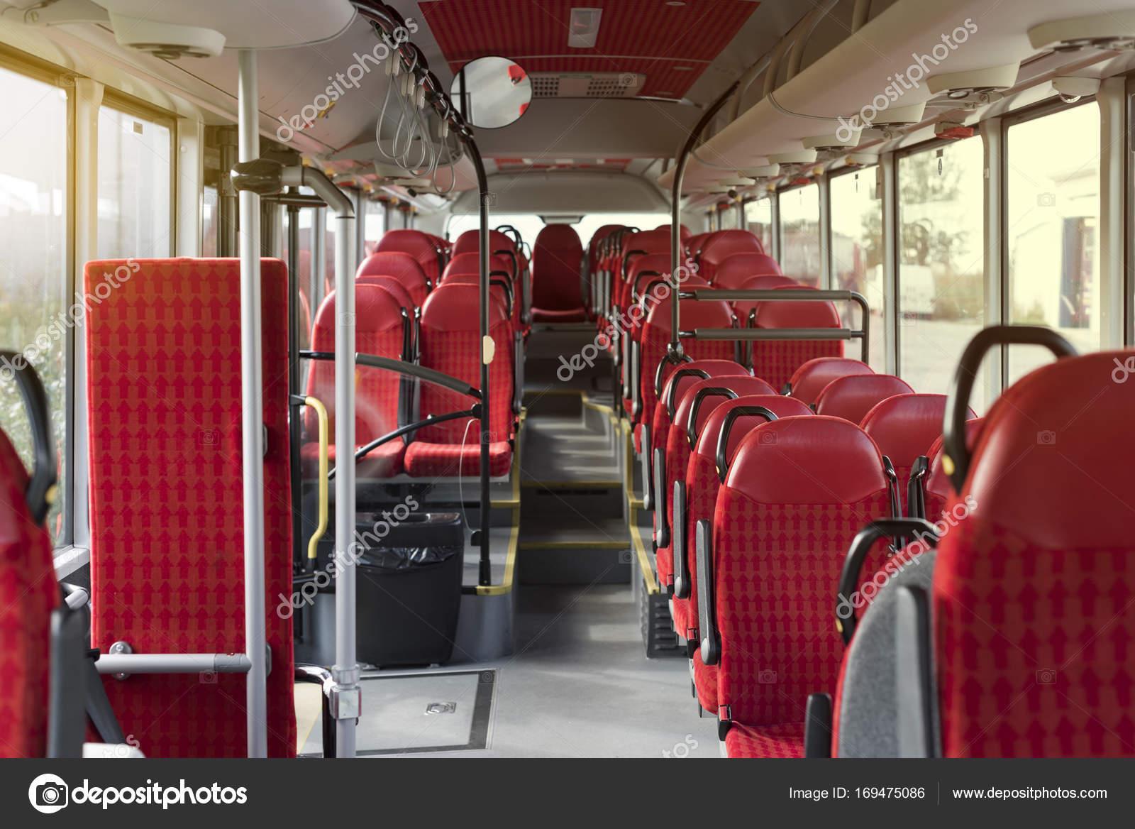 Rood interieur van een bus — Stockfoto © tanel #169475086