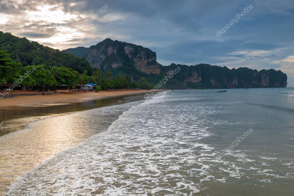 Krabi thailandia spiaggia di sabbia e bellissime - Immagini di spongebob e sabbia ...