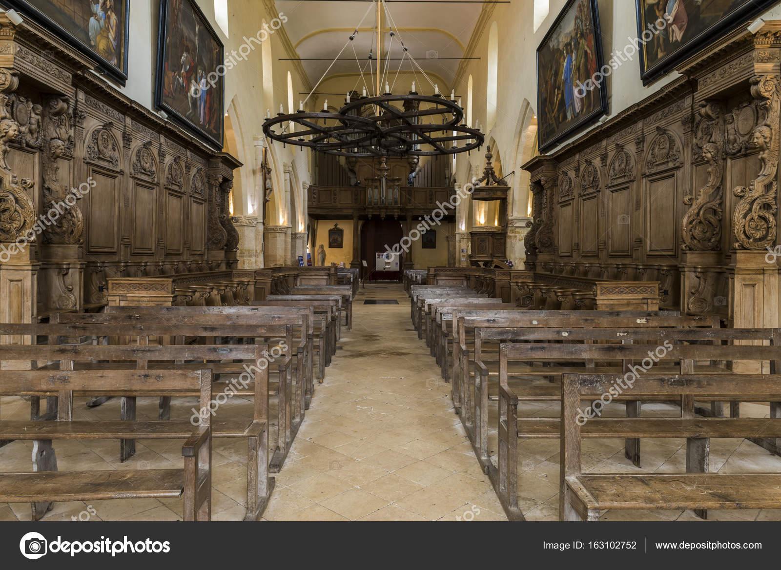 Kirche-Hautvillers Interieur-Bank — Redaktionelles Stockfoto ...