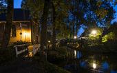 Giethoorn sera con ponti e Chiesa