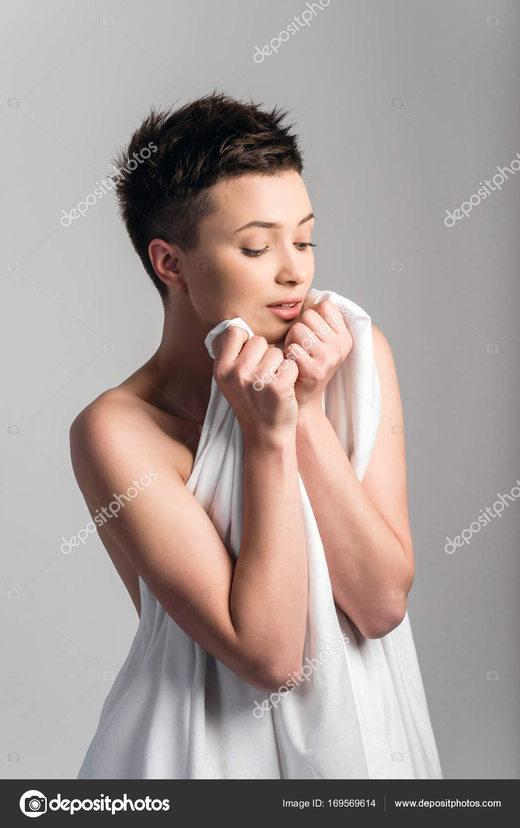 Beautiful Young Nude Girl Wrapped Bed Sheet — Stock Photo