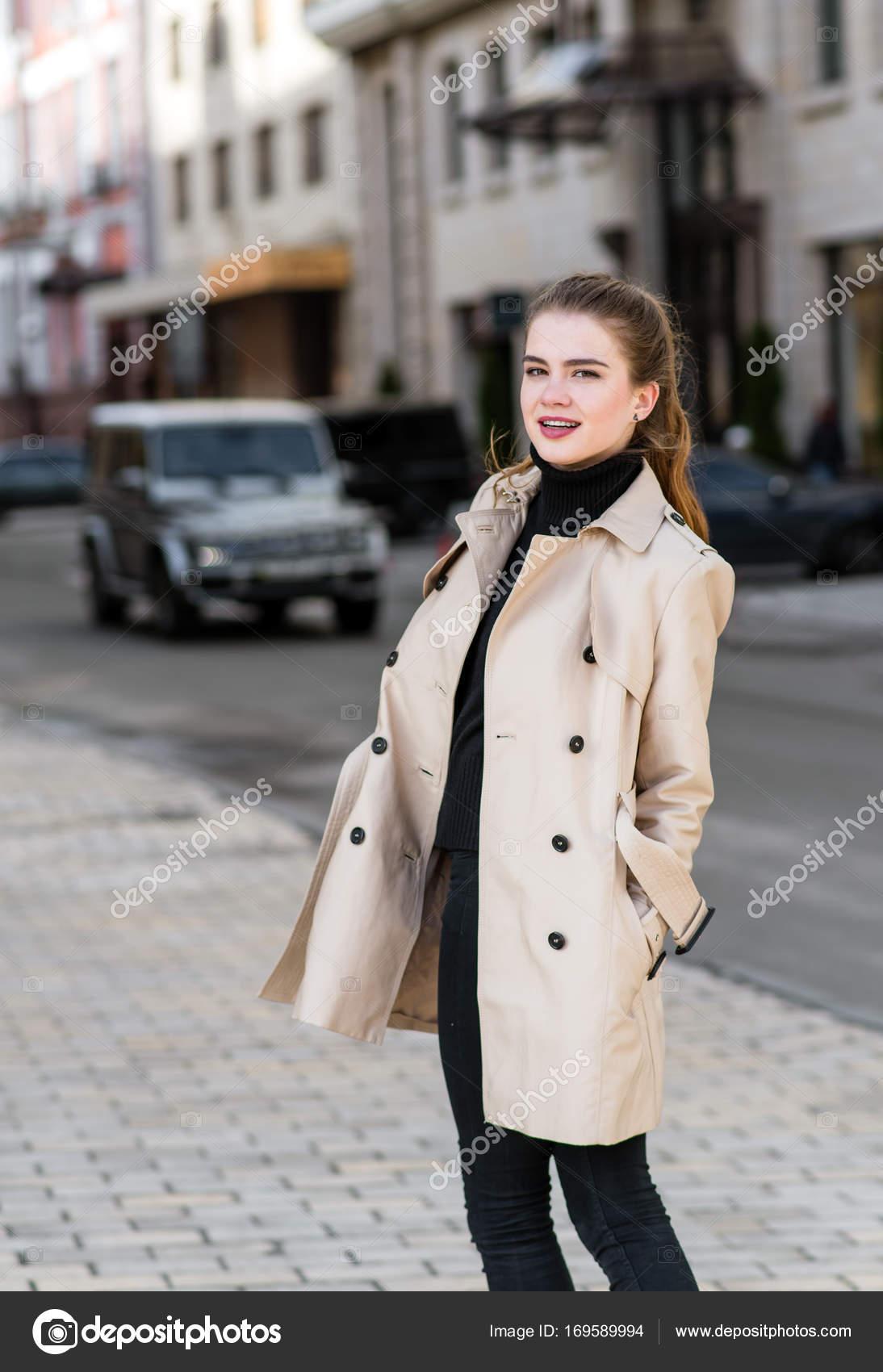 Случайные фото девушек на улицах в красивом пальто, фото секс с женой дома на ковре