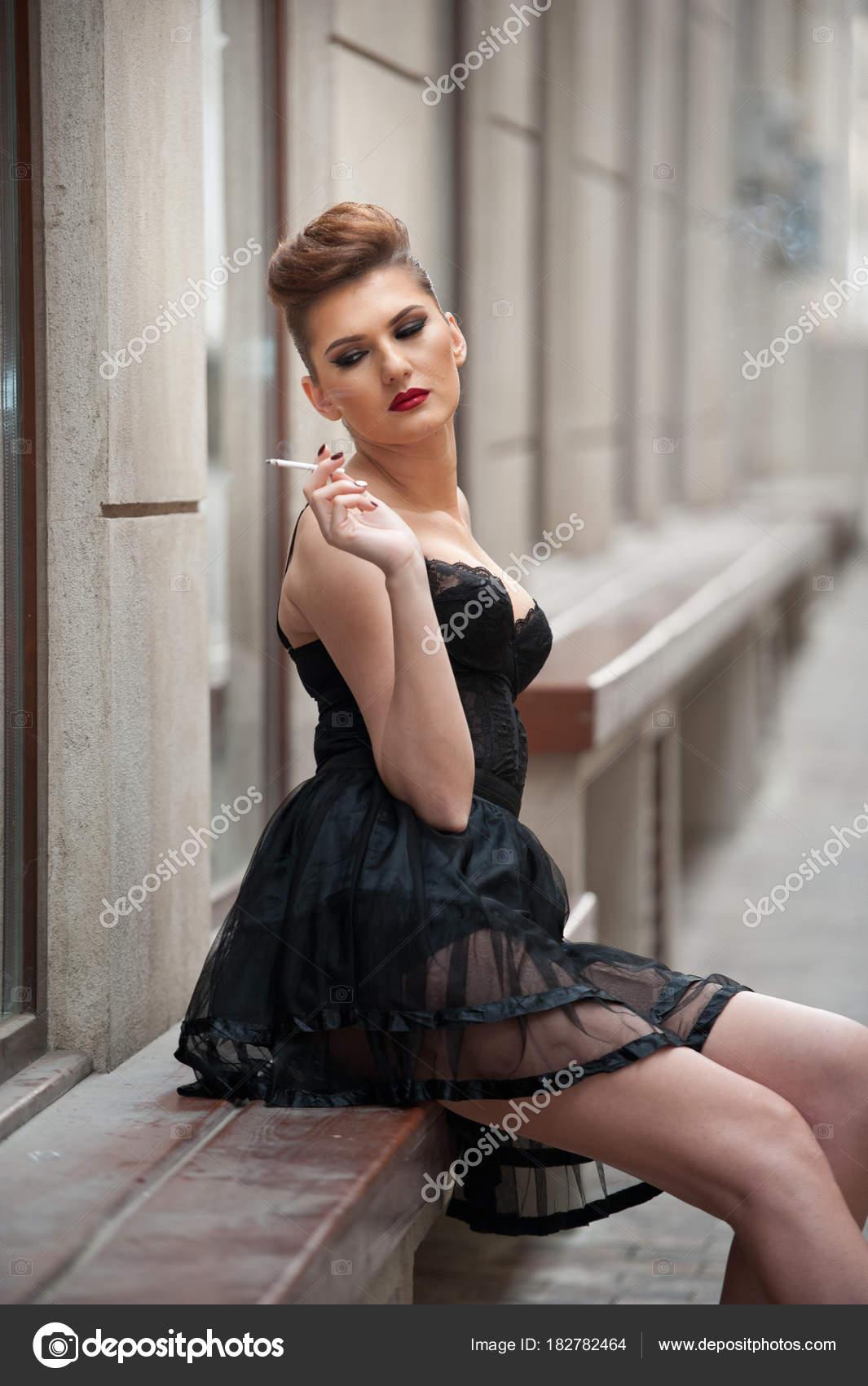 Sexy Beine im kurzen Rock