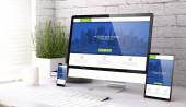 drei Attrappen, die moderne Website auf einem Desktop-3D-Rendering zeigen