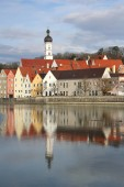 Photo scenery photo of Small River flowing near buildings In The City Of Landsberg, Bavaria