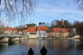 Photo photo of Small River with birds in water and buildings in Landsberg, Bavaria