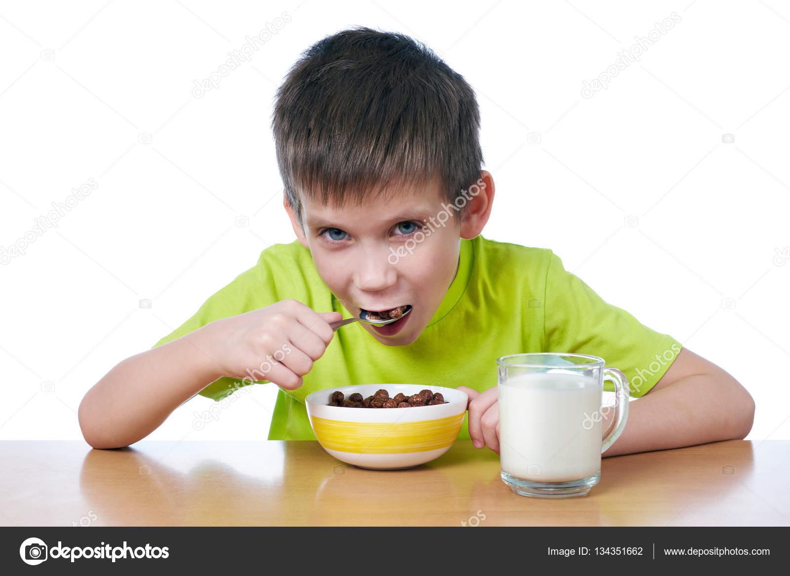 Niño Desayunando Aislado