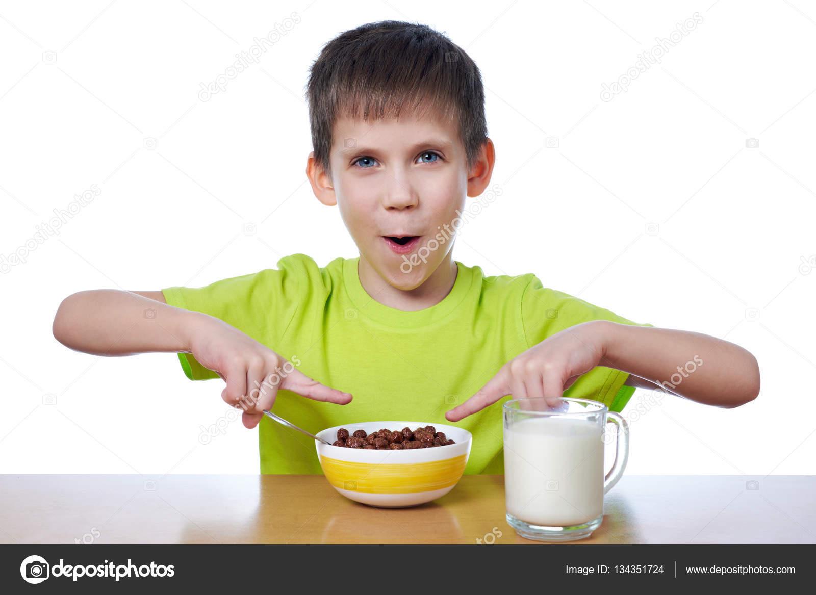 Imágenes: Un Nino Desayunando