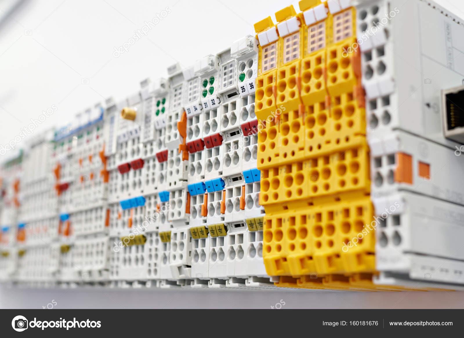 Andere Art Schraubklemme für elektrische Steckverbindung — Stockfoto ...