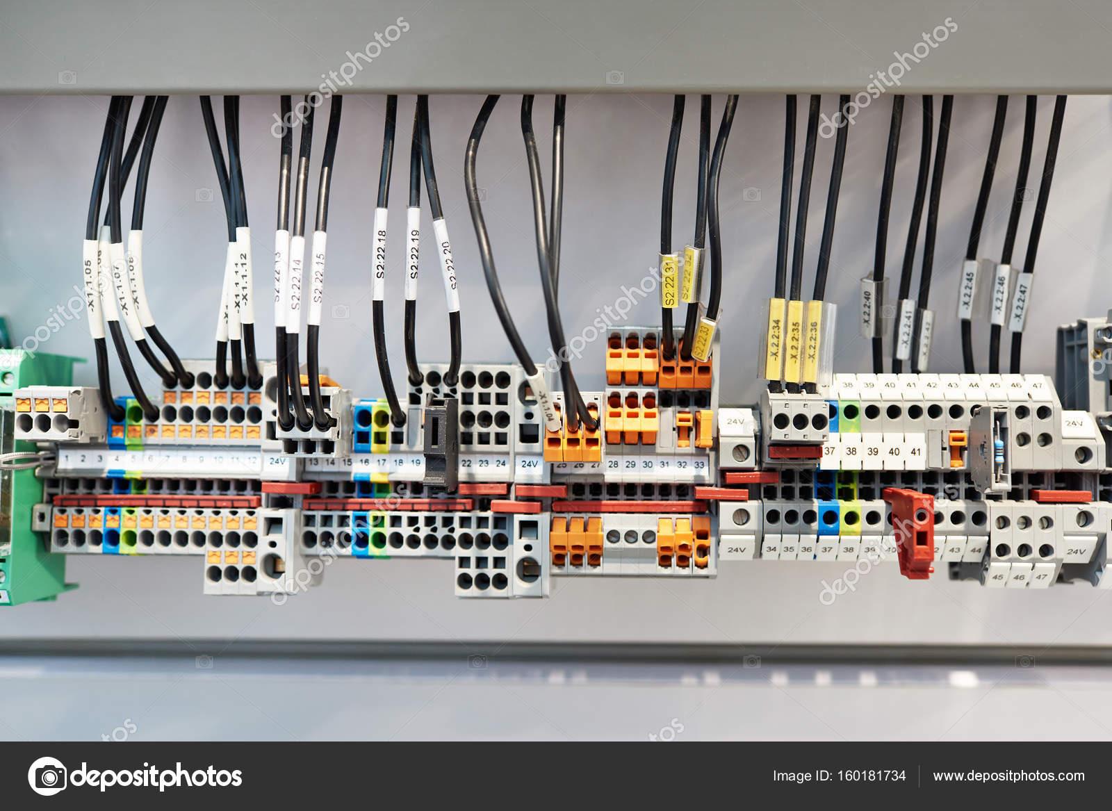 Andere Art Schraubklemme für elektrische Anlage — Stockfoto © ryzhov ...