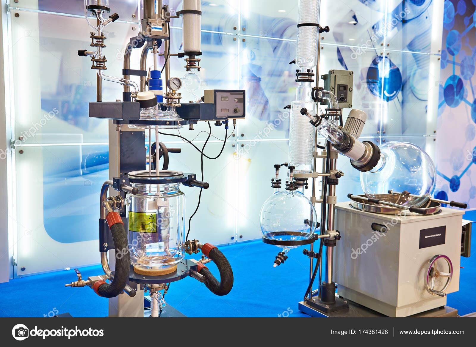 Banco Di Lavoro Per Laboratorio Chimico : Attrezzature per laboratorio chimico u foto stock ryzhov