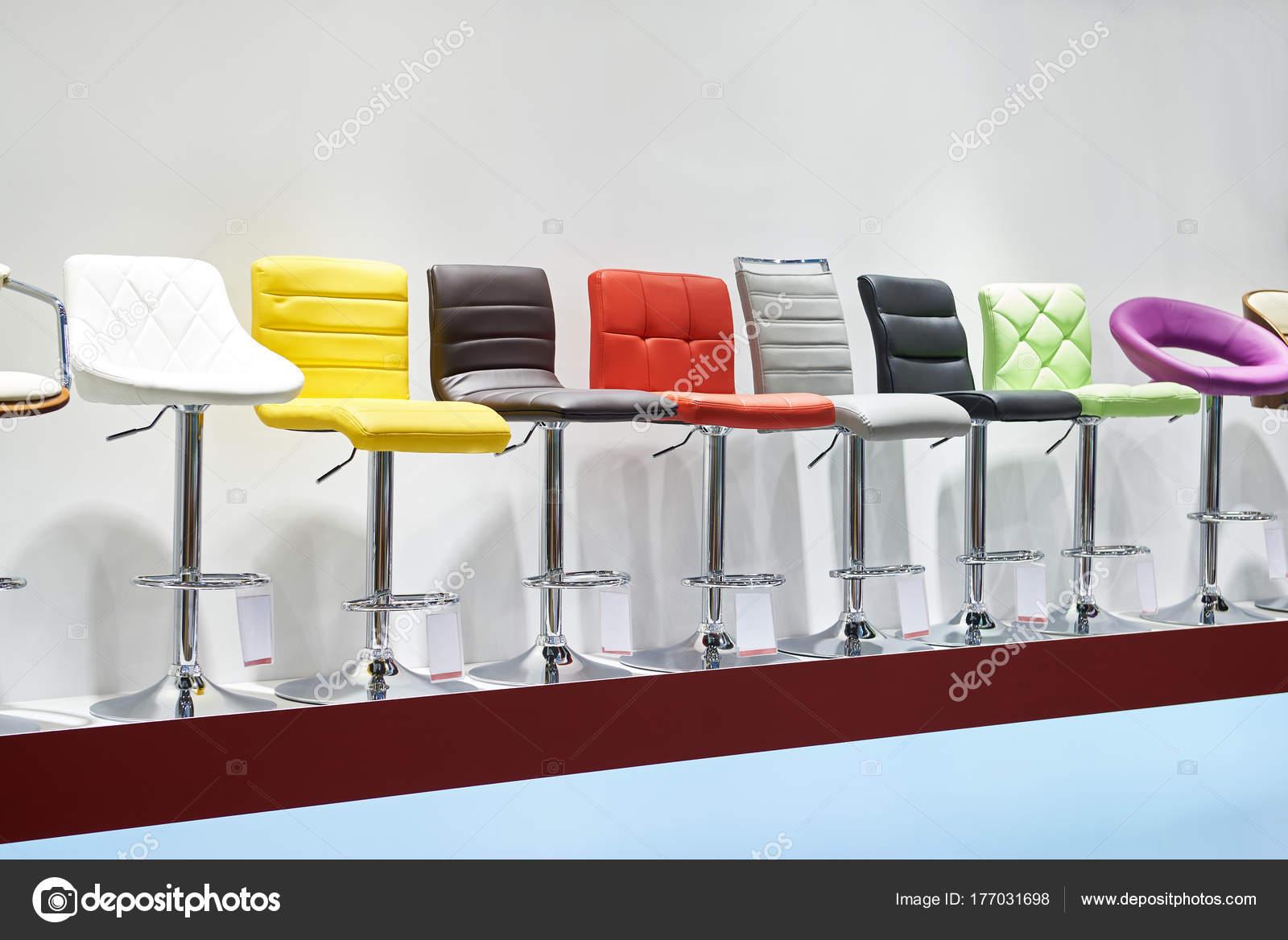 Stoel Te Koop : Hoge stoelen te koop in de winkel u2014 stockfoto © ryzhov #177031698