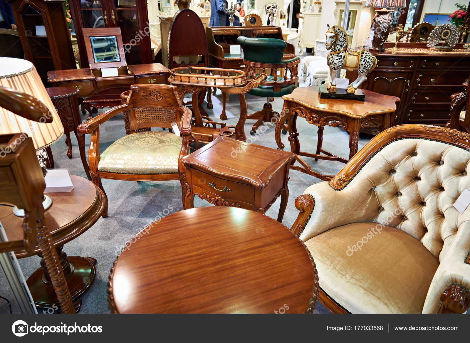 Tienda de muebles antiguos — Foto de stock © ryzhov #177033568