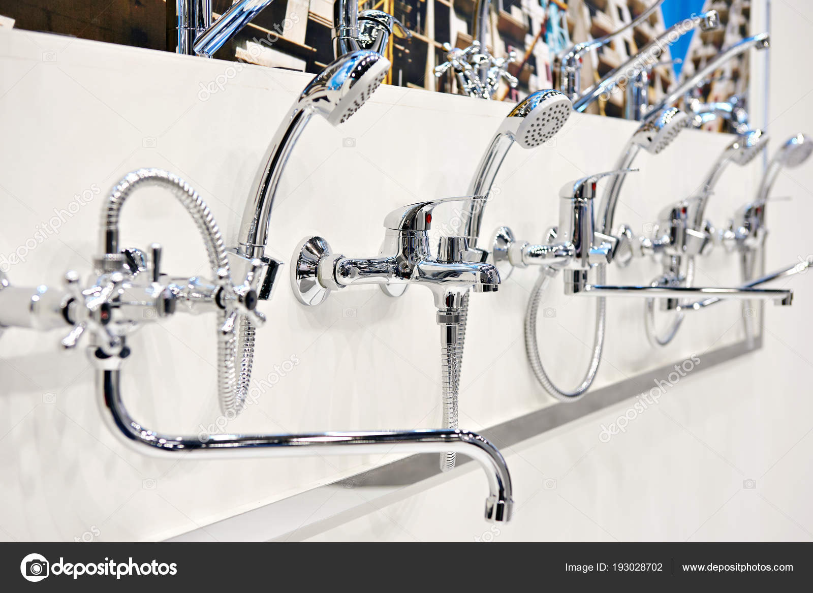 Rubinetti miscelatori per doccia nellarchivio u2014 foto stock © ryzhov