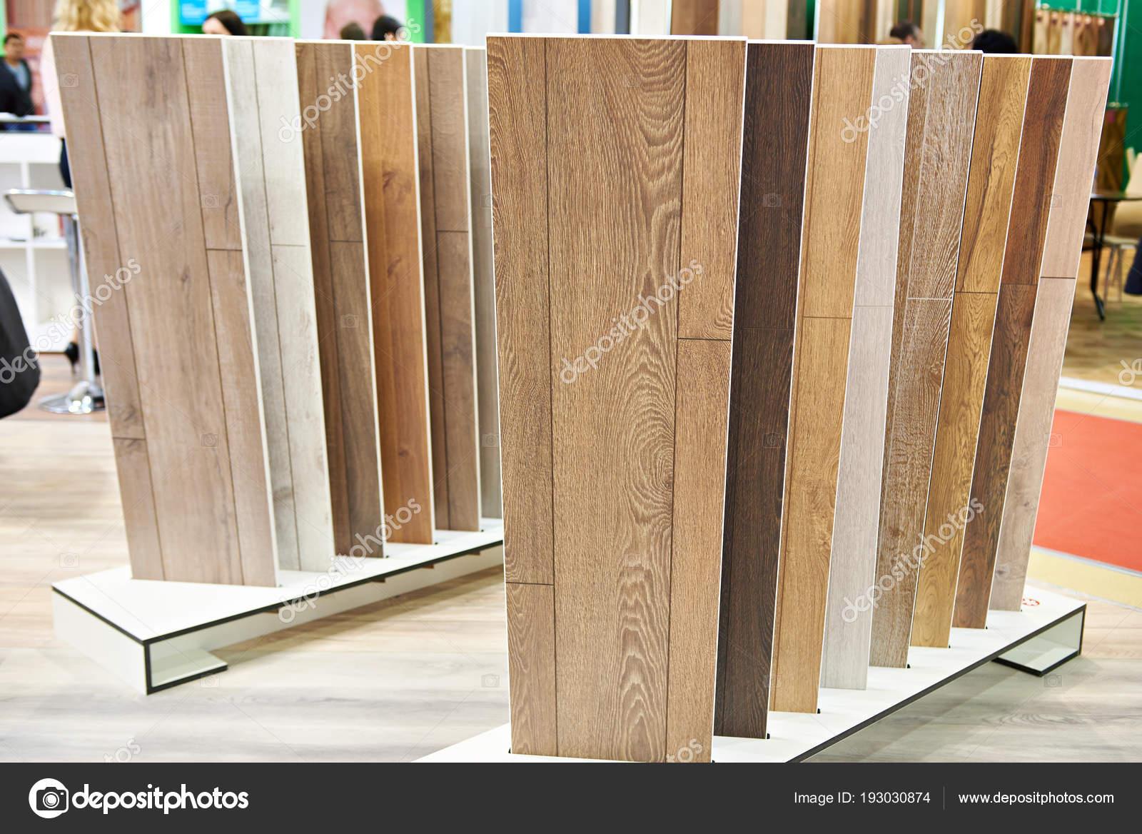 Dekoracyjne Panele Drewniane W Sklepie Zdjęcie Stockowe