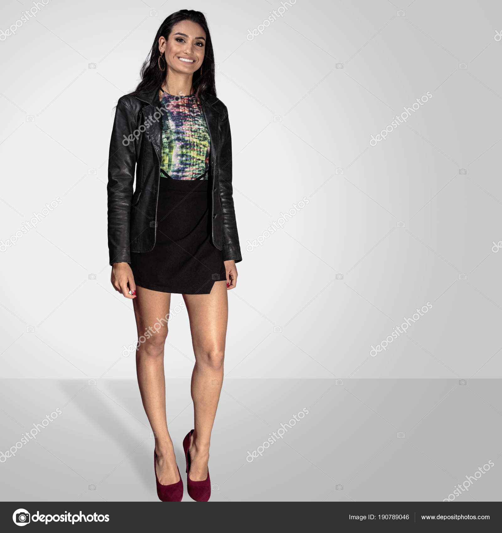 3f39d0d89 Long Hair Brunette Woman Wearing Black Mini Skirt Red Shoes — Stock Photo