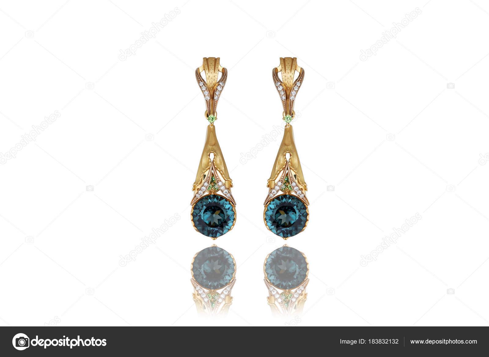 4c5004aa1858 Joyas Oro Plata Con Piedras Preciosas Sobre Fondo Blanco Alta — Foto de  Stock