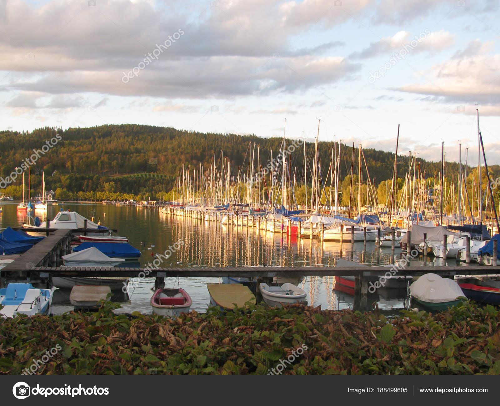 vacances autriche Chic Vacances Sur Lac Autriche Klagenfurtu2013 images de stock libres de droits
