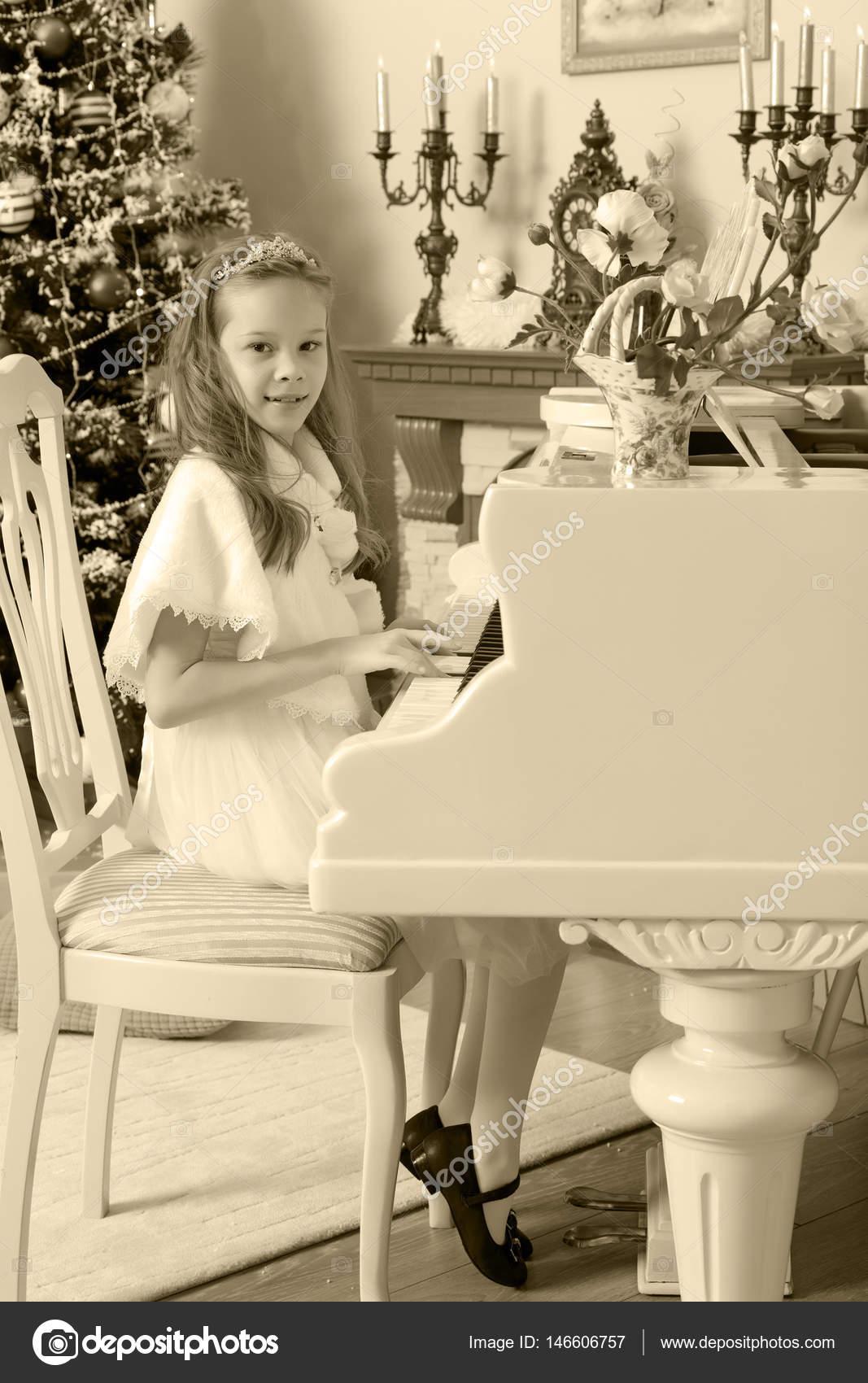The girl presses the keys of the piano. — Stock Photo © lotosfoto1 ...