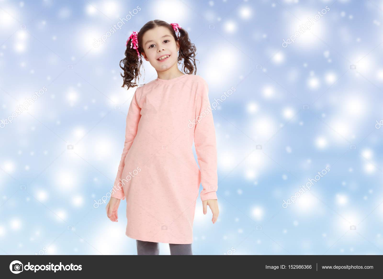 niña preciosa en un vestido rosado — Fotos de Stock © lotosfoto1 ...